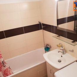 Na predaj 2 izbový čiastočne zrekonštruovaný byt v tichej lokalite na Svätoplukovej ulici. Byt sa nachádza na prízemí 3 poschodového bytového domu a ...