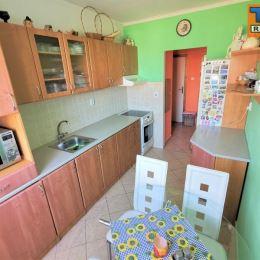 Na predaj 3+1 izbový byt v Žiline, v časti Bytčica o výmere 69m². Byt sa nachádza na 2./7. poschodí v zateplenom bytovom dome spolu s výťahom. ...