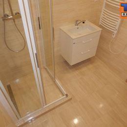 Na základe výhradného zastúpenia klienta na predaj priestranný, svetlý 4. izbový byt v Piešťanoch. Byt sa nachádza na 2. poschodí celkovo z 8 v ...