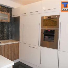 Na prenájom, tehlovú zariadenú novostavbu 2- izbový byt, na 2. poschodí o celkovej výmere 49m2. Byt je zariadený: nová kuchynská linka (so vstavanými ...