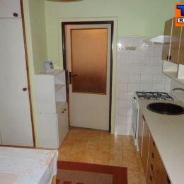 Na predaj 3+1 byt v centre mesta Žiliny o výmere 73m². Byt sa nachádza na 2p./3p. v zateplenom tehlovom dome. Byt prešiel čiastočnou rekonštrukciou: ...