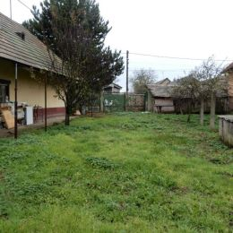 Na predaj rodinný dom, 100 m2 a celková výmera pozemku je 2243 m2, Mýtne Ludany, Levice. Dom je v pôvodnom stave, čiže si ho viete prerobiť podľa ...