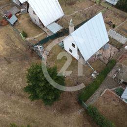 Century 21 Garant a J.Jakubašeková Vám Exkluzívne ponúkajú na predaj 3-podlažnú murovanú chatu v časti Rúrna 10 min.pešo od mesta Bardejov. Nachádza ...