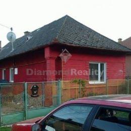 POZASTAVENÝ PREDAJ ! Ponúkame na predaj rodinný dom v obci Hrhov, ktorá je vzdialená 50km od Košic, 22km od Rožňavy. Dom sa nachádza v peknom, tichom ...