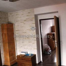 Na predaj 2 izbový byt, Medzilaborce. Byt sa nachádza na na 2. poschodí z 2. Výmera: 50,5 m2. Byt prešiel čiastočnou rekonštrukciou (plastové okná so ...