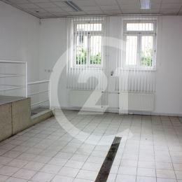 Ponúkame Vám prenájom zaujímavého priestoru s plochou 45 m2 v Poprade, blízko centra aj autobusovej stanice.Do priestoru je samostatný vstup z ulice, ...