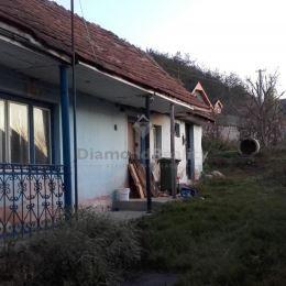 Na predaj pozemok so 60-ročným rodinným domom v pôvodnom stave v obci Ďurkov – Košice okolie, 15 km od Košíc. Výmera pozemku je 850 m2 a stojí na ňom ...