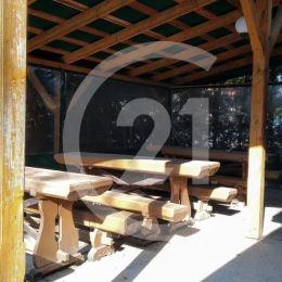 Ponuka predaja predajne potravín s miestnou klientelou a denného baru pre návštevníkov hradu na Krásnej Hôrke s posedením aj na terase na veľmi ...