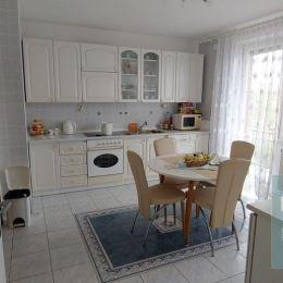 Ponúkame na predaj veľký dvojgeneračný rodinný dom v mestskej časti Hliníky.