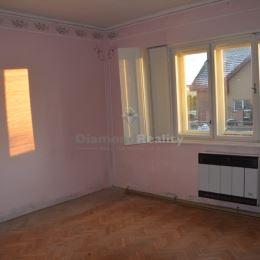 Realitná kancelária Diamond Reality Nitra ponúka exkluzívne na predaj rodinný dom nachádzajúci sav obci Lúčnica nad Žitavou, v katastrálnom území ...
