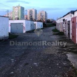Na predaj garáž, Jarmočná, Košice - Juh. Výmera: 18m2. Pozemok je v dlhodobom v prenájme od ŽSR. Garáž je vo výbornom stave.Cena je vrátane provízie ...