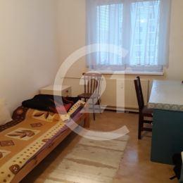 Zuzana Urdová a Century 21 Garant Vám ponúkajú byt nachádzajúci sa na Magurskej ulici v Prešove. Má výmeru 105 m2 a dva balkóny /jeden z nich je ...