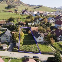Ponúkame na predaj slnečný stavebný pozemok o výmere 883 m2 vhodný na výstavbu rodinného domu, priamo v centre obce Žaškov, s dostupnými ...