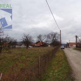 Realitný maklér Miroslav Fazika a Realitná kancelária BV REAL Prievidza ponúka na predaj pozemok vhodný na výstavbu rodinného domu alebo 2 rodinných ...