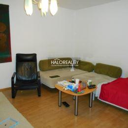 Ponúkame Vám na predaj nadštandardne zariadený 5-izbový rodinný dom s dvojgarážou v Galante na ul. Nemocničná. Trojpodlažný rodinný dom je kompletne ...