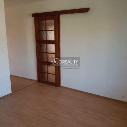 Ponúkame na predaj trojizbový rodinný dom v obci Nevidzany - okres Zlaté Moravce, ktorý bol skolaudovaný v roku 2014. Dom je postavený na pozemku s ...