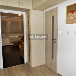 Ponúkame na predaj dvojizbový byt v Žiline na sídlisku Hájik. Byt sa nachádza na 3/7 poschodí bytového domu. Je čiastočne zrekoštruovaný. Sú vymenené ...