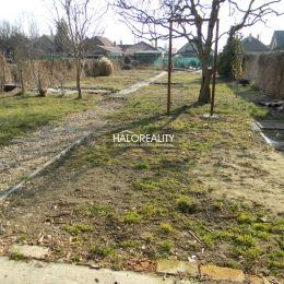 Ponúkame Vám na predaj 3-podlažný rodinný dom v okrajovej tichej časti mesta Šurany na 6 árovom pozemku. Dispozícia:- prízemie - vstup, technická ...
