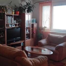Na predaj veľký, svetlý 3 izbový byt /84 m2/ v Nitre na Klokočine.Byt sa nachádza na 5/7 poschodí, má loggiu a pivničku.Bol kompletne rekonštruovaný, ...