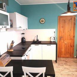 TUreality Vám ponúkajú na predaj veľký, svetlý a kompletne zrekonštruovaný 2-izbový byt na Bazovského ulici v tichom prostredí sídliska Klokočina I v ...