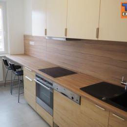 TUreality Vám ponúkajú NA PREDAJ krásny a zariadený 3-izbový byt, ktorý prešiel tento rok kompletnou rekonštrukciou v Nitre na sídlisku Klokočina na ...