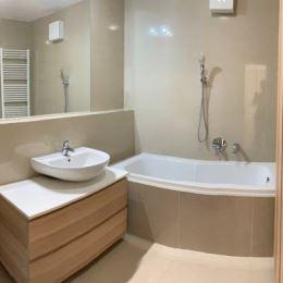 Ponúkame na predaj 3-izbový byt s veľkou terasou v Devínskej Novej Vsi v druhej etape projektu Devínsky Dvor z roku 2013. Byt sa nachádza na 4/4 ...