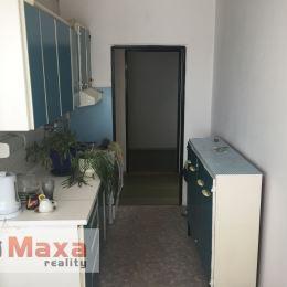 Ponúkame Vám exkluzívne na predaj 4 izbový byt s balkónom v mestskej časti Hliny VIII v Žiline. Nehnuteľnosť je v pôvodnom stave čo umožňuje ...