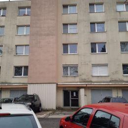 Na základe výhradného poverenia majiteľa nehnuteľnosti ponúkame na predaj 3-izbový byt v lokalite Bratislava-Dúbravka, na Sekurisovej ul. Celková ...