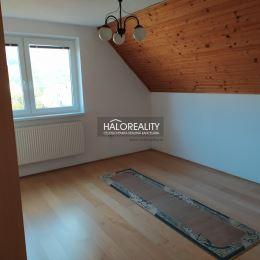 Ponúkame na predaj VEĽKÝ a zachovalý murovaný rodinný dom, ktorý sa nachádza v obci Kvašov len 15 min. od mesta Púchov. Tento dom je výbornou ...