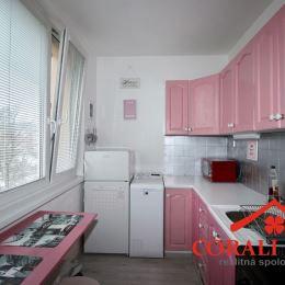 Ponúkame na predaj 1 izbový byt na Banšelovej ulici v Bratislave. Úžitková plocha bytu je 32,29 m2 vrátane pivnice s výmerou 2,70 m2. Nachádza sa na ...