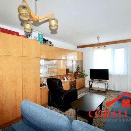 Ponúkame na predaj veľký 4 izbový byt v Bratislave - m.č. Rača, ulica Na pasekách. Byt sa nachádza na 8/9 podlaží bytového domu. Byt má obývačku, 3 ...