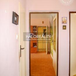 Ponúkame Vám na predaj priestranný a slnečný päťizbový byt v Bratislave, v Karlovej Vsi v krasnom prostredí s dostatkom zelene na Donnerovej ulici. ...