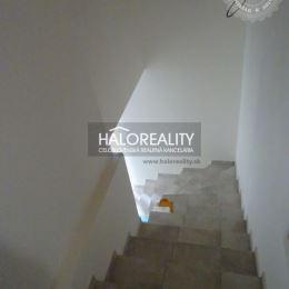 Ponúkame na predaj nadštandardný trojizbový byt nachádzajúci sa v bytovom dome v Banskej Štiavnici pod Kalváriou. Bytový dom prešiel rozsiahlou ...