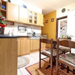 Ponúkame Vám na predaj 4-izbový byt na sídlisku JUH v meste Nové Zámky.Byt s rozlohou 82 m² sa nachádza na prízemí zrekonštruovaného a zatepleného ...