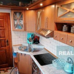 Ponúkame na predaj veľmi pekný a priestranný 2 izbový byt v Dubnici nad Váhom, Pod kaštieľom. Byt sa nachádza na siedmom poschodí v sedemposchodovej ...