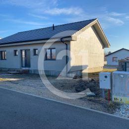 Ponúkame Vám na predaj novostavbu 4 izbový bungalov vo Svätoplukove len 15 minút od Nitry.ROZLOHA pozemku: 520m2,ZASTAVANA PLOCHA DOMU: ...