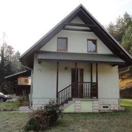 Útulnú chatu 70 m2 na predaj v krásnom prostredí v chatovej osade Hadviga. Chata sa nachádza na slnečnom pozemku 769 m2. Je riešená vstupnou chodbou ...