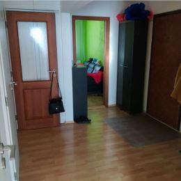 Ponúkame na predaj svetlý 3 izbový byt s loggiou v Karlovej Vsi na ulici Hany Meličkovej.Rozloha bytu . 64m2 s loggiou + pivnicaByt sa nachádza na 7 ...
