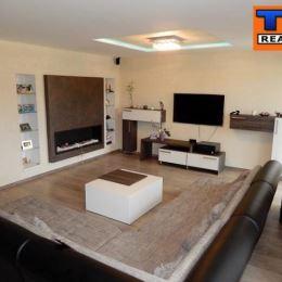 Na predaj krásny 4 izbový mezonet situovaný vo výbornej lokalite Bratislava-Ružinov. Výmera bytu je 192 m2. Byt má 2xkúpeľňa a wc. Byt sa nachádza v ...