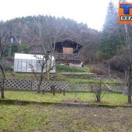 Na predaj chatku v záhradkárskej časti v Žiline - Považský Chlmec na pozemku o výmere 374 m². Chatka o výmere 16 m² disponuje jednou miestnosťou, ...