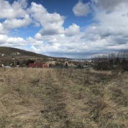 Na predaj krásny rozľahlý pozemok situovaný vo vynikajúcej lokalite Bratislava-Nové Mesto časť Vinohrady. Ide o pozemok, ktorého výmera je 3654 m2. ...