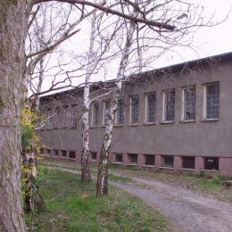 Na predaj budovu 312 m2, na veľkom slnečnom pozemku v obci Málaš, Levice. Celková rozloha pozemku je 5500 m2. Budova je postavená z tehál a kvádrov, ...
