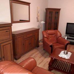 Ponúkame Vám na prenájom 2 izbový byt v osobnom vlastníctve v Prievidzi. Byt sa nachádza na prvom poschodí v panelovom bytovom dome s výťahom na ...