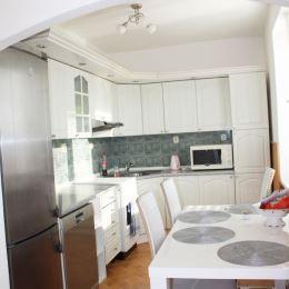 Ponúkame Vám na prenájom 2 izbový byt Prievidzi na Starom sídlisku. Byt o celkovej výmere 56m2 sa nachádza na 3 poschodí a prešiel čiastočnou ...