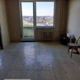 Ponúkame Vám na predaj 3-izbový byt v Topoľčanoch, na Streďanskej ulici. Plocha bytu je 73m2. Nachádza sa na 5. podlaží z trinástich. Byt má 3 ...