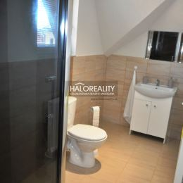 Ponúkame na predaj ubytovacie zariadenie v Poprade, v širšom centre mestskej časti Spišská Sobota, ktoré pozostáva z dvoch rodinných domov, so ...