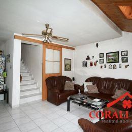 Ponúkame na predaj zaujímavý, dvojpodlažný dom v Moste pri Bratislave. Dom má ÚP 150 m2 a stojí na pozemku s výmerou 506 m2 a je súčasťou dvojdomu. ...