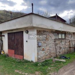 Ponúkame na predaj dvojgeneračný rodinný dom len 12 km od Zvolena o veľkosti 897m² z toho záhrada 434m². Rodinný dom je v pôvodnom, ale veľmi ...