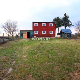 Ponúkame Vám na predaj zrekonštruovaný rodinný dom v pokojnej, dobrej štvrti, v časti Mazorníkovo. Je postavený na slnečnom, spevnenom, mierne ...