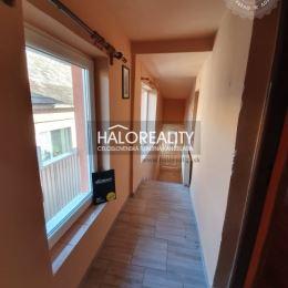 Ponúkame na predaj menší rodinný dom v Plešivci. Dom je v osobnom vlastníctve a nachádza sa priamo v centre obce. Nehnuteľnosť prešla čiastočnou ...